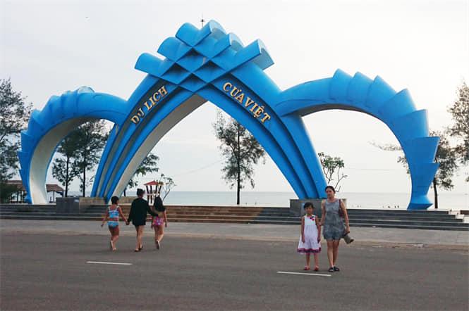 Trưng bày và lái thử xe du lịch tại TT Cửa Việt
